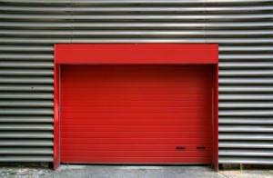 Täta och isolera ett tak ventilering för ett garage