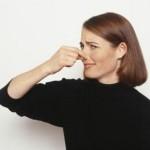 Hvordan å eliminere muggen lukt og mugg fra garasjen