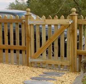 How to build a garden fence gate » DIY Guides