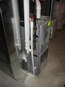 Rengöring kondensation raden av luftkonditioneringen