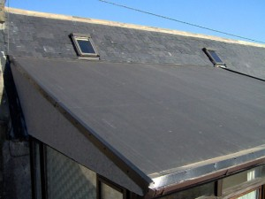 Asentaminen kumi katto
