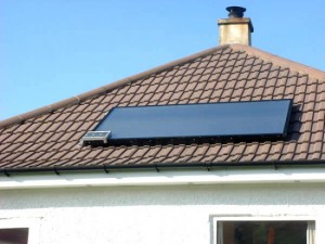 How does a solar heating system work?