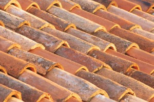 Installing clay roof tiles