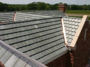 Repareren van een lekkende betonnen tegel dak