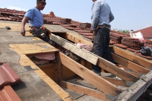 Roofing, Repairing a broken roof truss