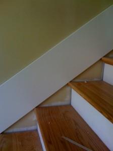 Instalação de uma placa da saia escada