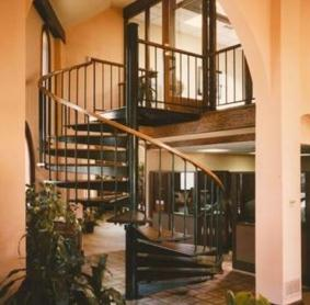 Mesure et l'installation d'un escalier en colimaçon