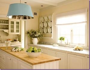 Lisäämällä tyyliä ja väriä keittiöön