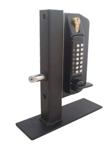Guide for installing a gate lock