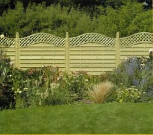 Giardino recinto di pannelli