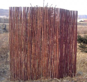 Fare recinzioni ramoscello e bastone
