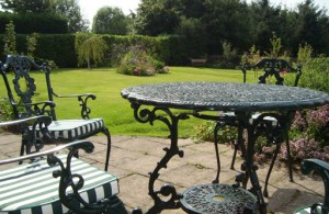 How to maintain Victorian cast iron outdoor furniture