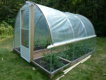 Building greenhouse roll-up sides