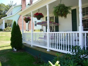 How to build a fence around your porch