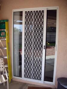 Om säkerhet skärm dörrar
