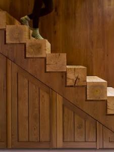 El diseño de la escalera primero y el último peldaños