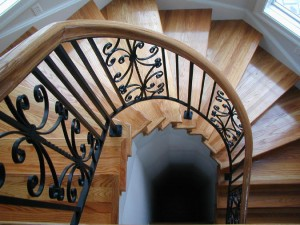 Installing a curved staircase handrail