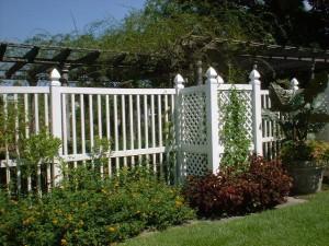 Att designa en trädgård staket
