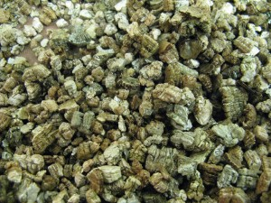 Vermiculite and wick system